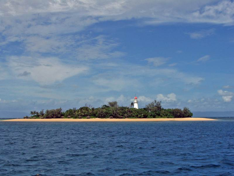 Low Island and Low Islets Lightstation © Commonwealth of Australia (GBRMPA)